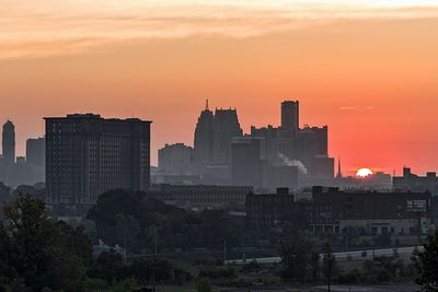 sunrise-skyline-from-SW-Detroit-IMG_5521