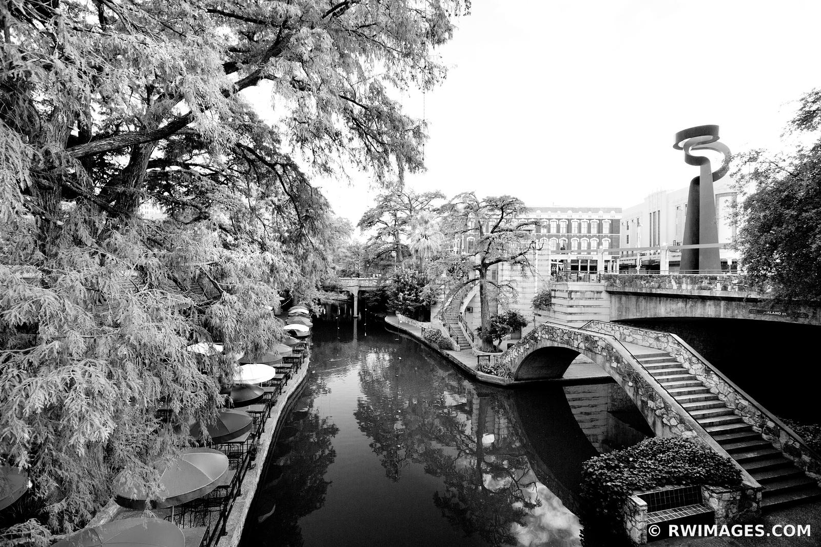 RIVER WALK SAN ANTONIO TEXAS BLACK AND WHITE