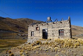Abandoned building at entrance of mine at Kaluyo, La Paz Department, Bolivia