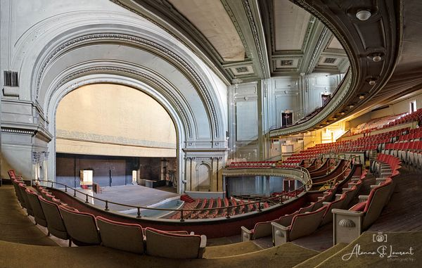 OH_Cincinnati_Emery_Theatre_From_Side