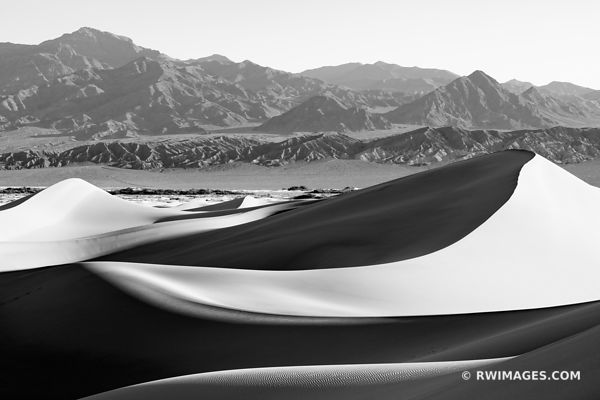 MESQUITE DUNES DEATH VALLEY CALIFORNIA AMERICAN SOUTHWEST DESERT LANDSCAPE BLACK AND WHITE
