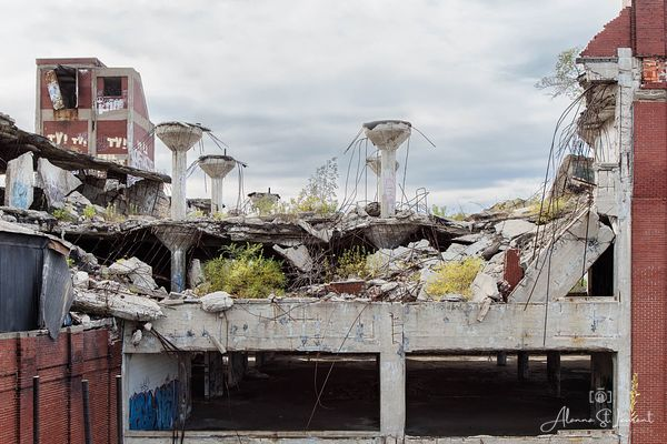 Packard_Plant_South_End_Falling_Down