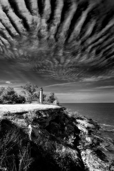 point_aux_barques_lighthouse_with_cliff_BW_IMG_9351