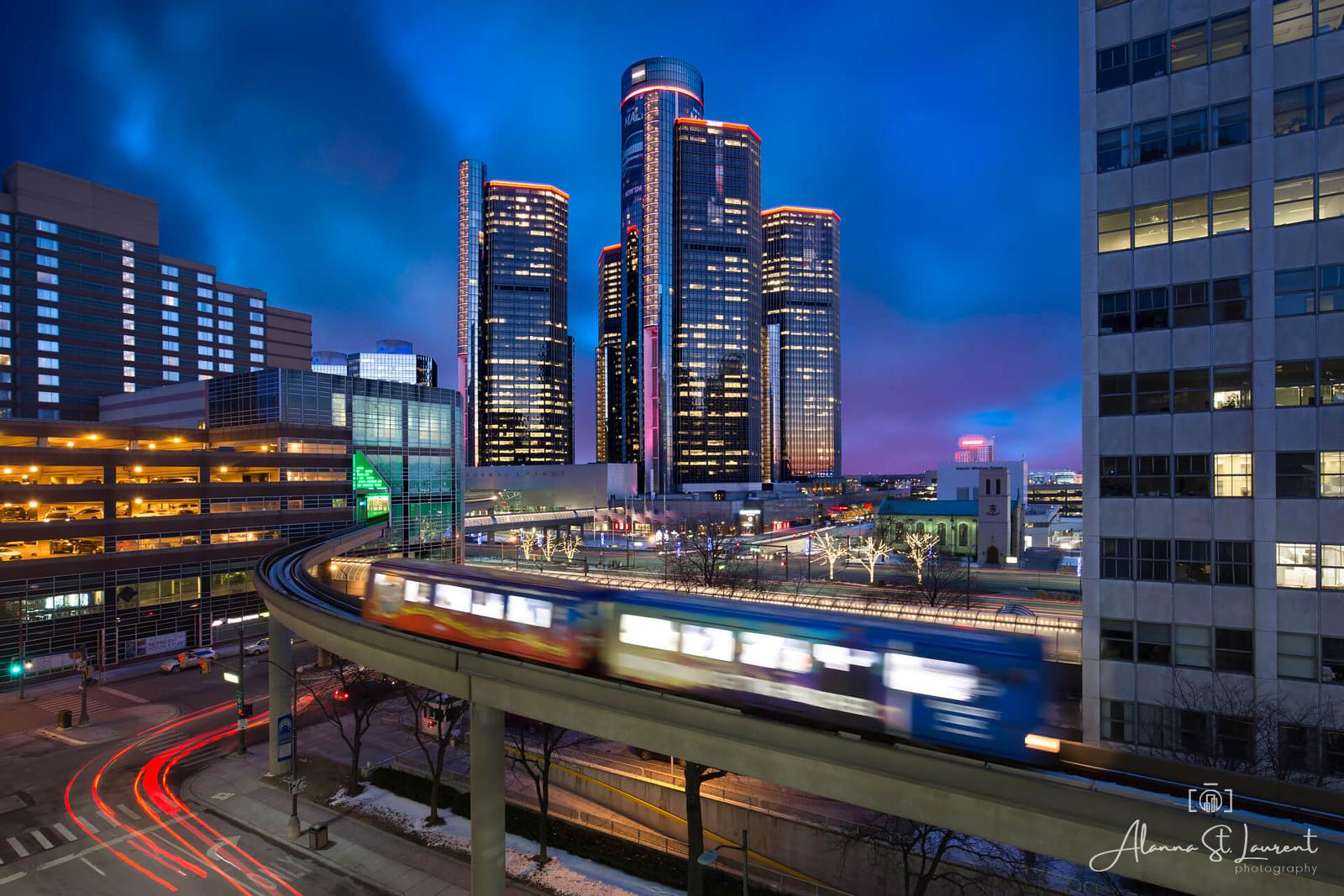 Ren_Cen_People_Mover_at_Night