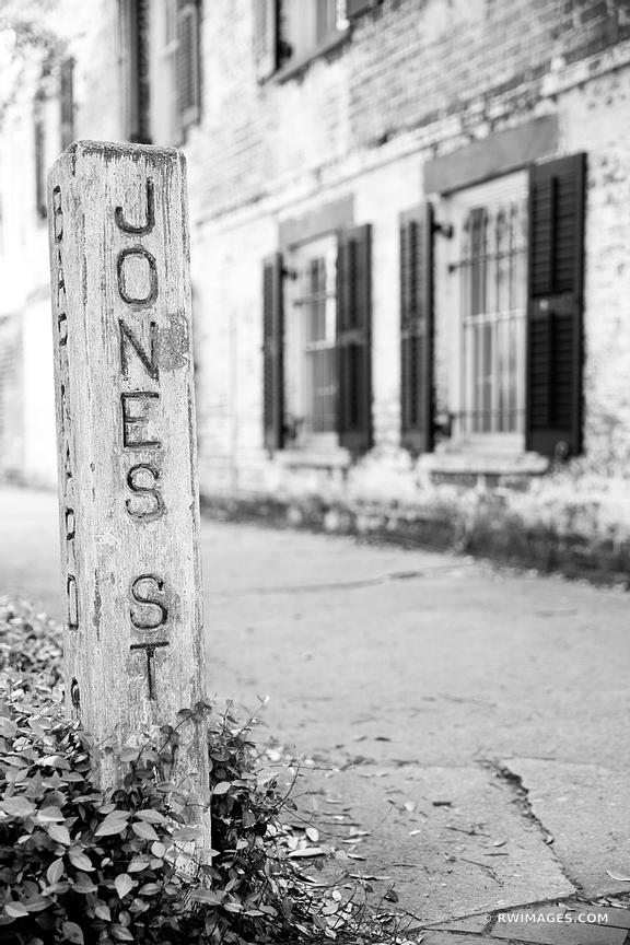 JONES STREET HISTORIC SAVANNAH GEORGIA BLACK AND WHITE VERTICAL